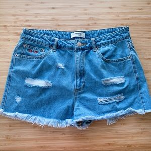 Forever 21| High waist Embroidered patch shorts